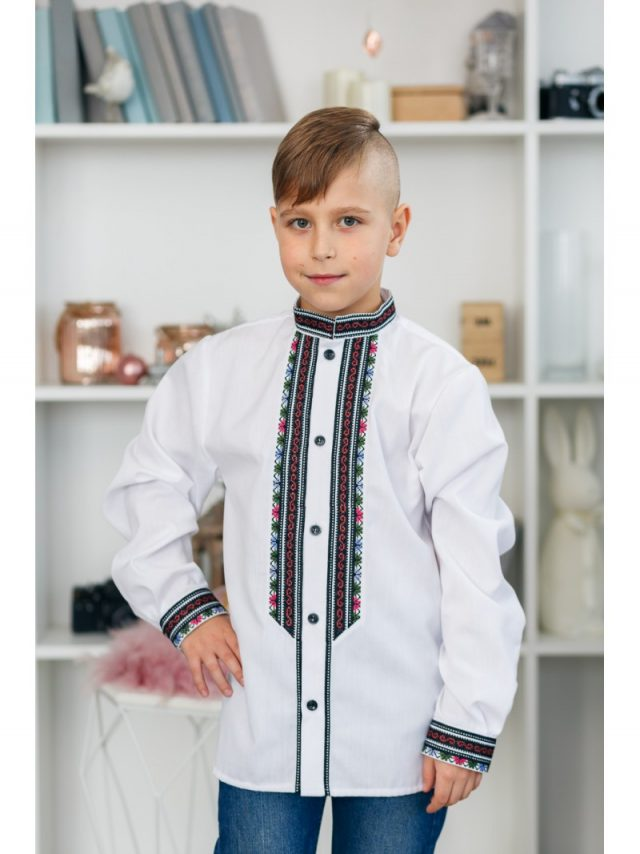Вишиванка для хлопчика у класичному стилі