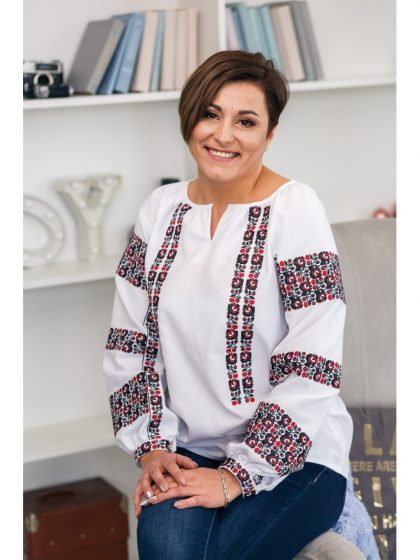 Вишита блуза з авторським візерунком