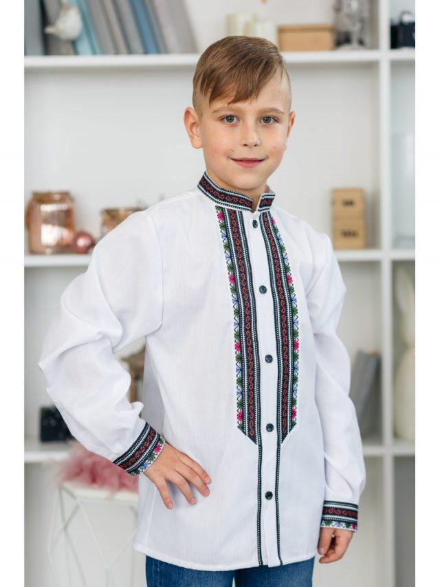 Вишиванка для хлопчика в класичному стилі