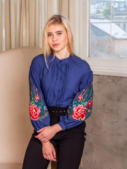Вишивана блуза з тоненького джинсу