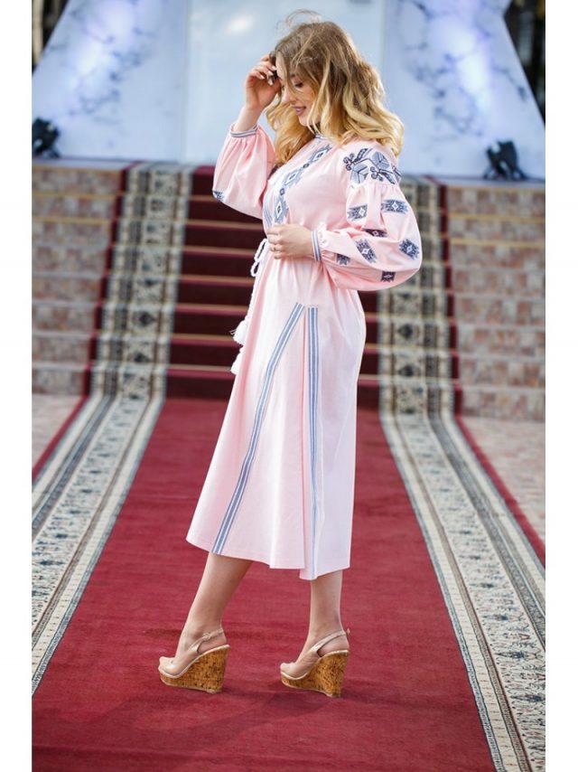 Вишите плаття в стилі бохо