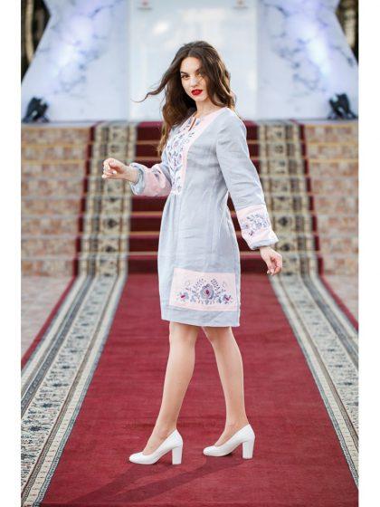 Романтична вишивана сукня