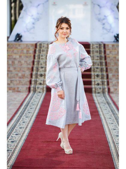 Сукня вишивана ніжна