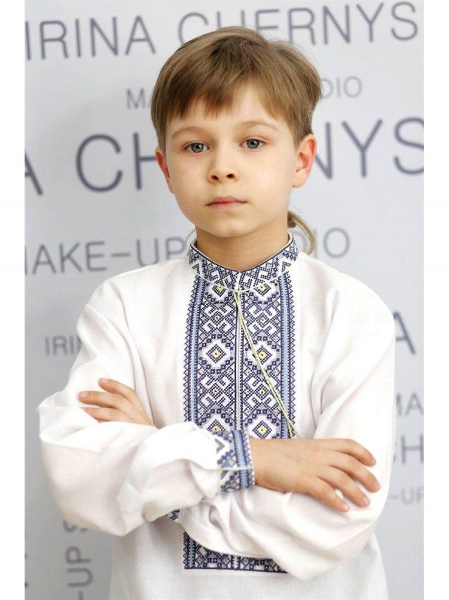 Сорочка вишивана з геометриним візерунком