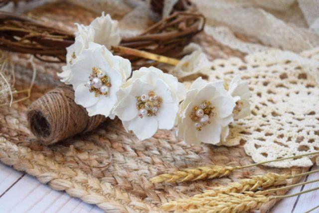 Обруч квітковий білий