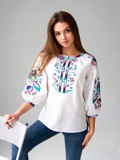 Стильна сорочка з вишивкою у синіх відтінках