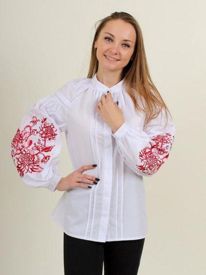Біла вишивана блуза з квітами