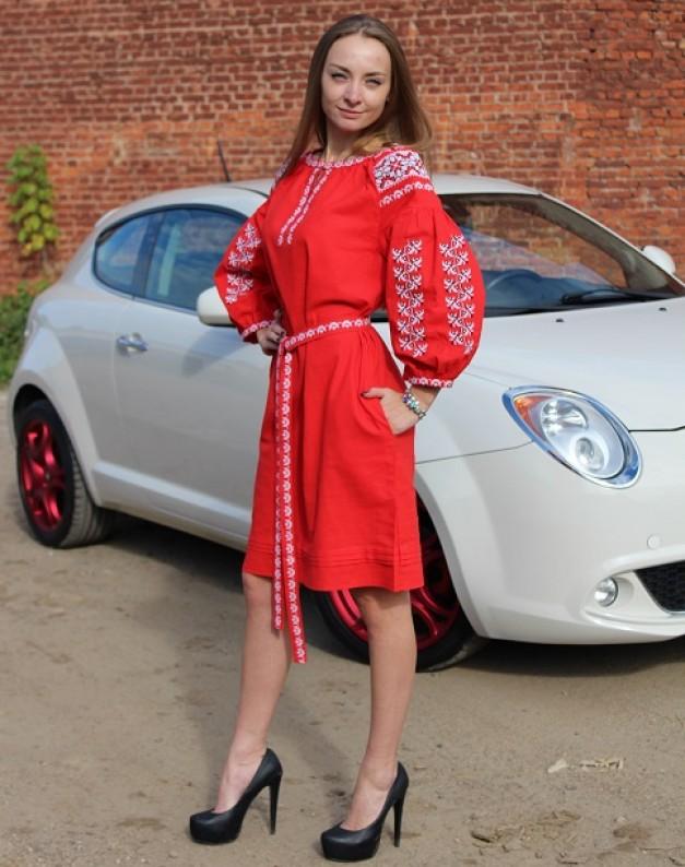 Вишукана сукня червоного кольору
