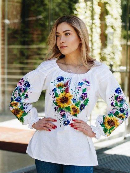 Вишита сорочка з квітами