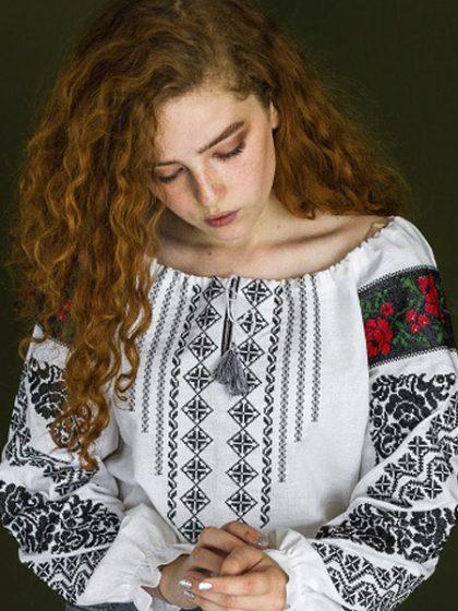 Вишиванка Анна на домотканому полотні