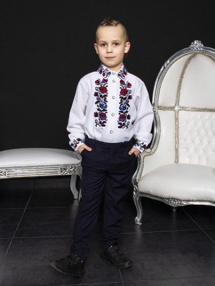 Вишукана вишивана сорочка для хлопчика