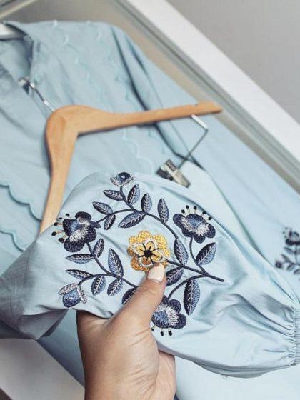 Блакитна вишиванка з білою вишивкою