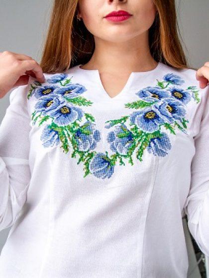Святкова блуза з блакитною вишивкою