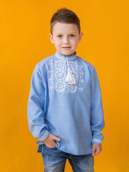 Блакитна сорочка з білою вишивкою