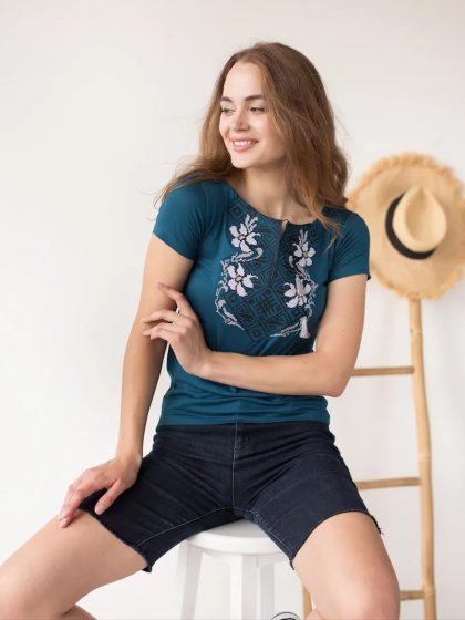 Жіноча вишивана футболка з квітками