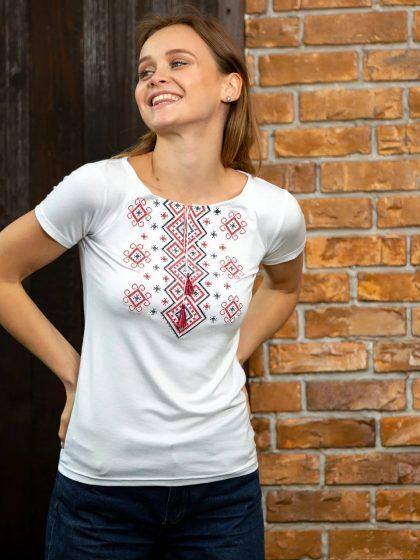Жіноча вишивана футболка з ромбами