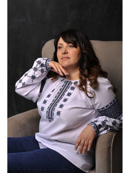 Блузка-вишиванка з оригінальною вишивкою