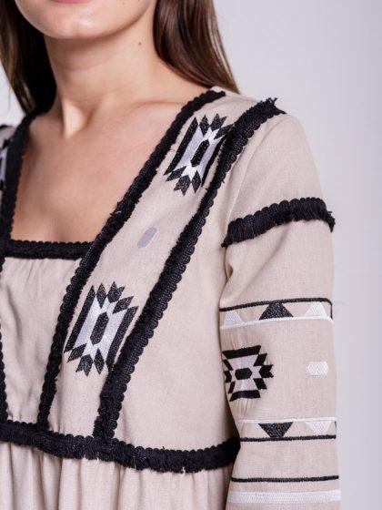 Сукня з геометрією бежевого кольору