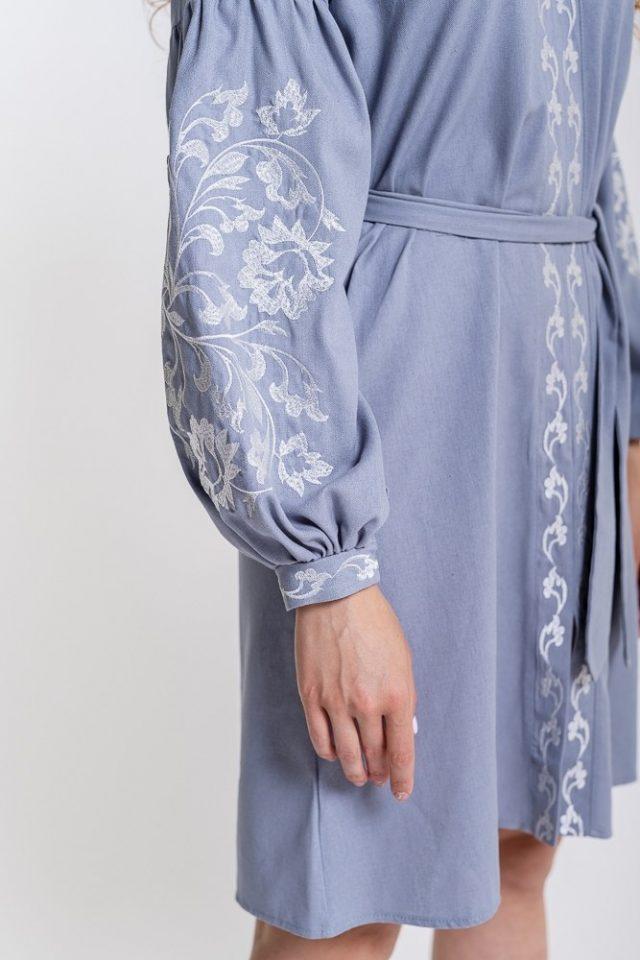 Сукня з вишивкою у сіро-блакитному кольорі