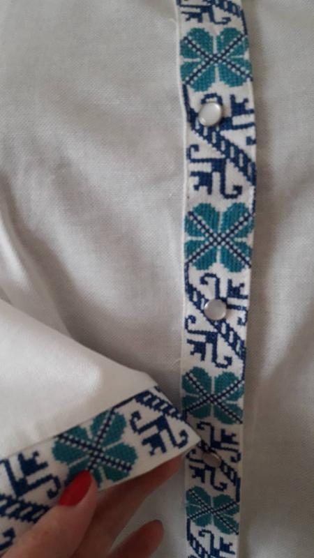 Вишиванка класична з блакитною вишивкою