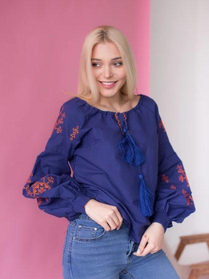 Вишивана блузка яскраво-синього кольору