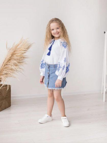Етно-вишиванка для дівчинки з синьою вишивкою