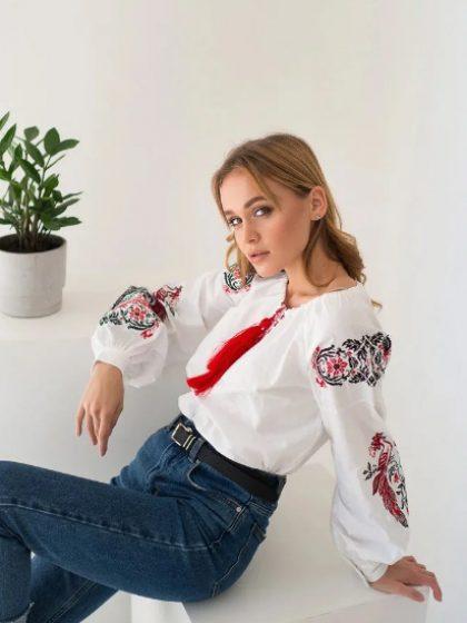 Вишивана блуза Жар-птиця з червоною вишивкою