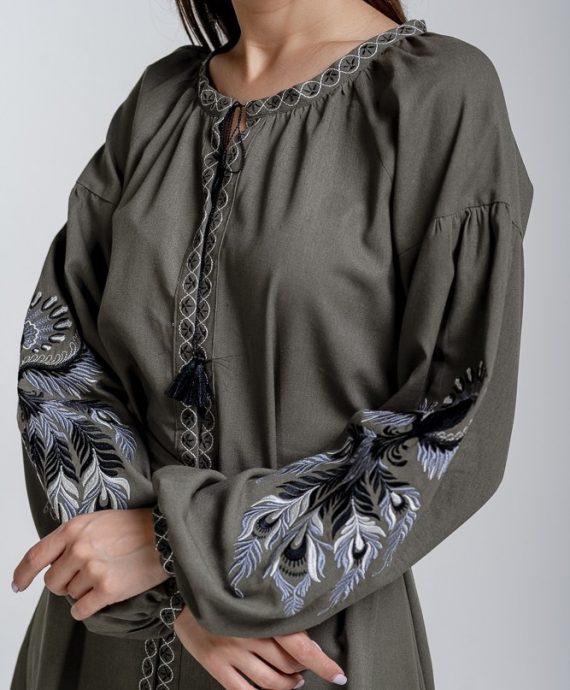 Вишиванка-сукня кольору хакі