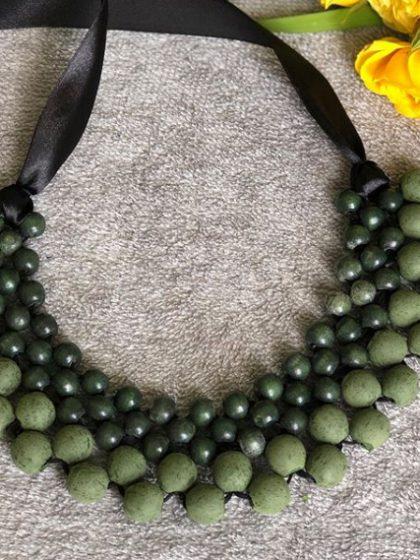 Намисто плетене матове зеленого кольору