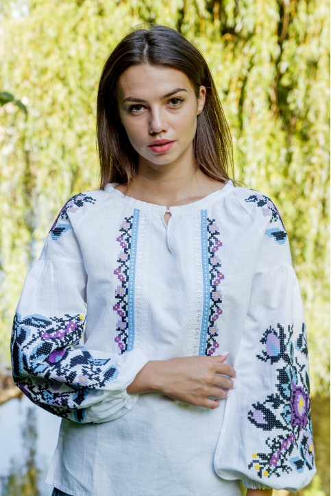 Вишиванка Анастасія біла з синім