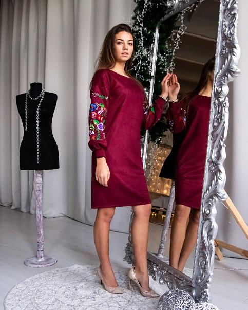 Сукня з вишивкою Амелія бордового кольору