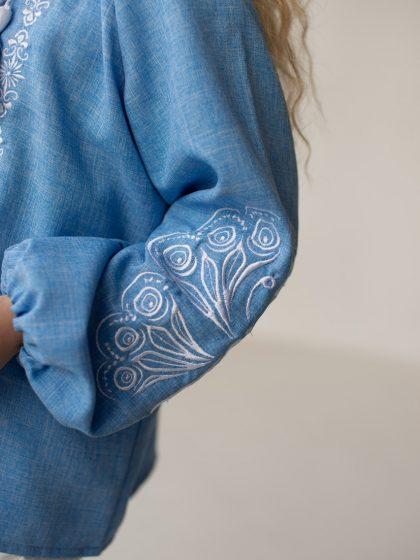 Блакитна вишиванка з вишивкою Метелик