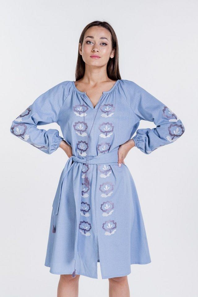 Сукня-вишиванка блакитного кольору з квітковою вишивкою