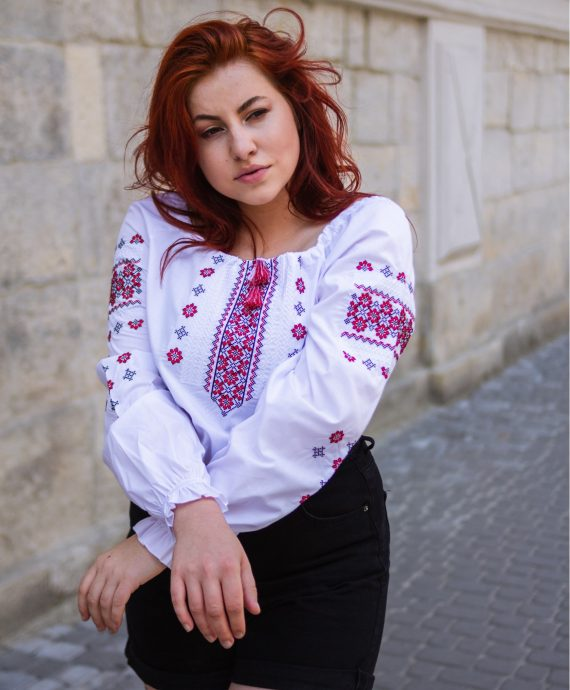 Вишиванка класична біла з червоною вишивкою