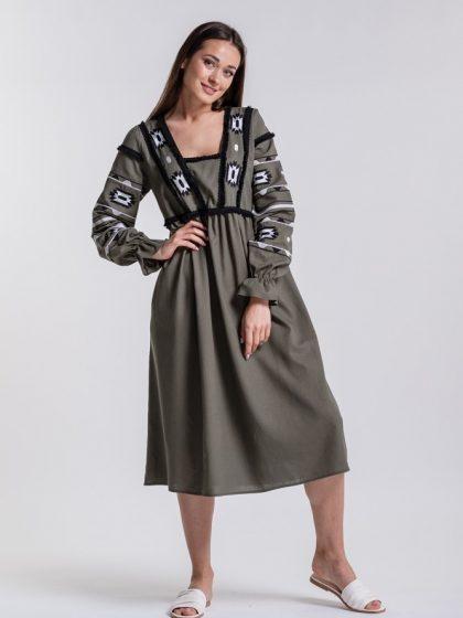 Сукня вишиванка з геометричним орнаментом хакі