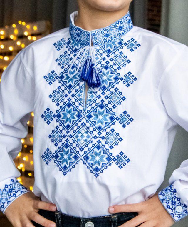 Вишиванка Марко біла з синім